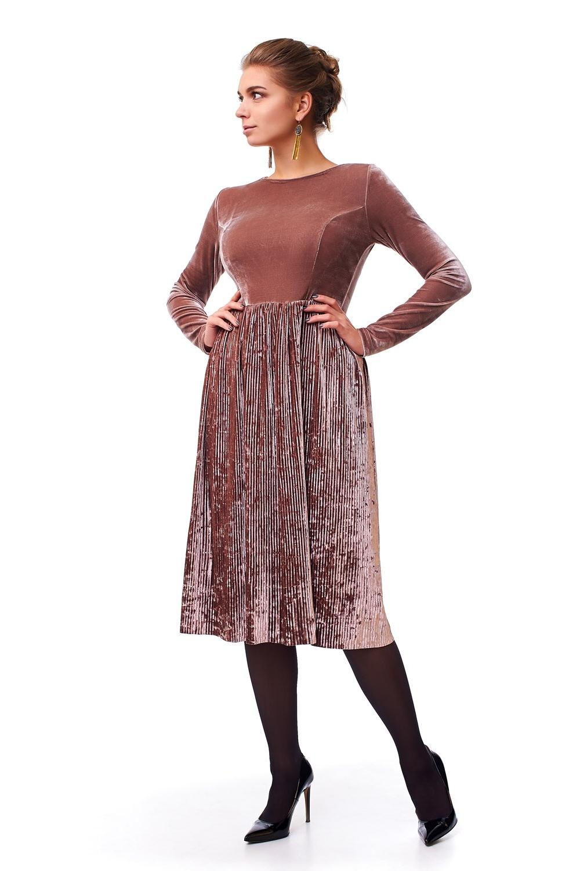 Жіноче оксамитове плаття