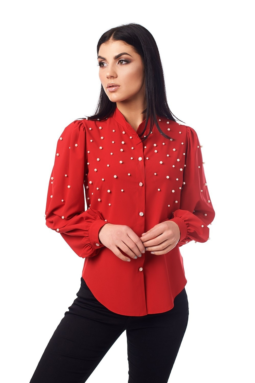 Червона блузка з перлинами